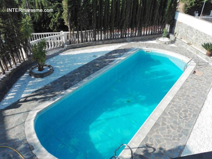 Chalet con piscina for Piscina en catalan