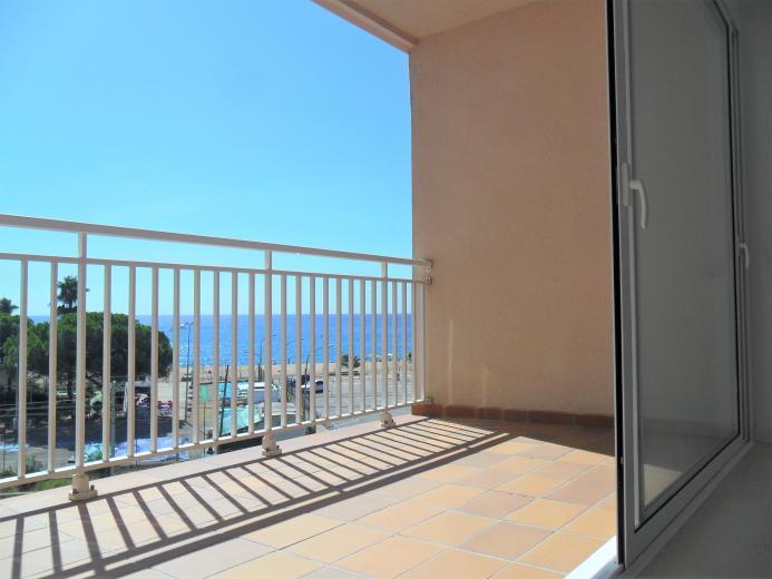 Fant stico piso con vistas al mar pineda de mar for Pisos con vistas al mar